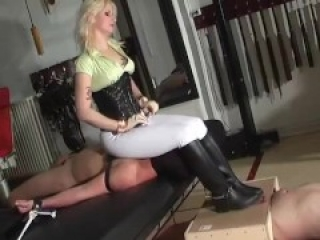 Facesitting ballbusting 1