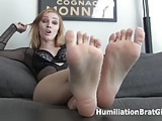 Worship Orias's sexy feet