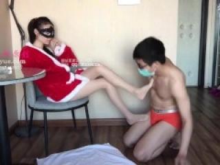 Chinese mistress Shi stockings feet ballbusting footjob Trample诗蔓丝袜脚足交踢裆踩踏M